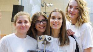 """L'équipe du robot inspiré de """"Wall-E"""", 2ième prix en Design"""